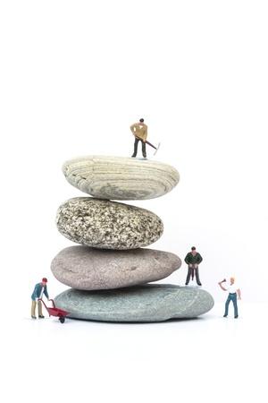 克服する障害物ビジネス コンセプト ミニチュア人々 チームワーク