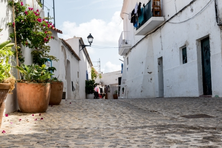 Mediterranean alley way between old houses and buildings Stock Photo - 22423077