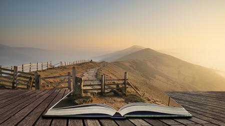 Belle image de paysage de lever de soleil d'hiver de la grande crête dans le Peak District en pages de livre ouvert, concept de narration Banque d'images