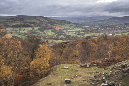 Beautiful Autumn Fall landscape scene from Surprise View in Peak District in England Imagens