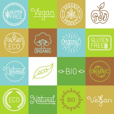 productos naturales: Etiquetas de vector en estilo de línea mono de moda - insignias orgánicos y naturales de primera calidad para los productos agrícolas frescos y envasado de alimentos - conjunto de emblemas lineales e iconos Vectores