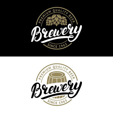 Zestaw pióra napisane ręcznie Brewery logo, etykieta, szablon znaczek z hop i drewnianej beczce na piwo dom, bar, pub, firma piwowarska, tawerna. Zabytkowy styl. Ilustracji wektorowych.