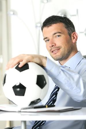 indoor soccer: Hombre de negocios con el f�tbol