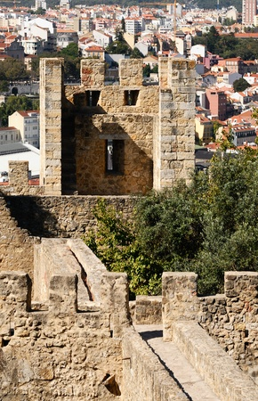 fortify: Sao jorge medieval scastel in Lisbonne, Portugal Editorial