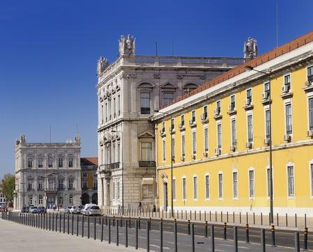 Famous arch at the Praca do Comercio showing Viriatus, Vasco da Gama, Pombal and Nuno Alvares Pereira photo