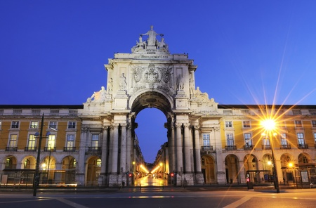 Famous arch at the Praca do Comercio showing Viriatus, Vasco da Gama, Pombal and Nuno Alvares Pereira Editorial