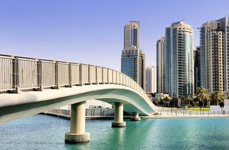 Verenigde Arabische Emiraten: voetgangersbrug en architectuur in Dubai, Verenigde Arabische Emiraten