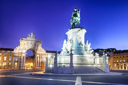 Famous arch at the Praca do Comercio showing Viriatus, Vasco da Gama, Pombal and Nuno Alvares Pereira Stock Photo