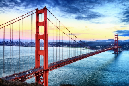 berühmte Golden Gate Bridge, San Francisco bei Nacht, USA