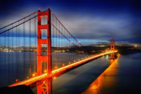 유명한: 밤에 유명한 골든 게이트 브리지, 샌프란시스코, 미국 스톡 사진