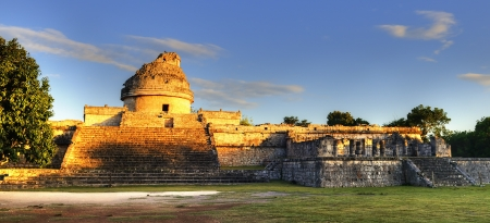 indian artifacts: The observatory at Chichen Itza, mexoco, Yucatan Stock Photo