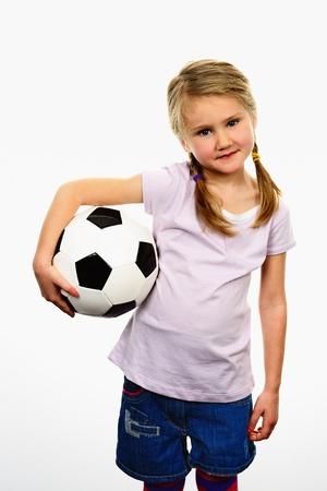 portero futbol: Linda chica sosteniendo una pelota
