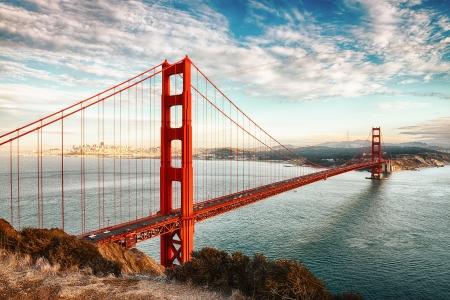 berühmten Golden Gate Bridge, San Francisco in der Nacht, USA
