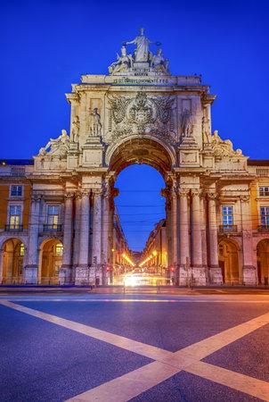 lisboa: Famous arch at the Praca do Comercio showing Viriatus, Vasco da Gama, Pombal and Nuno Alvares Pereira Editorial