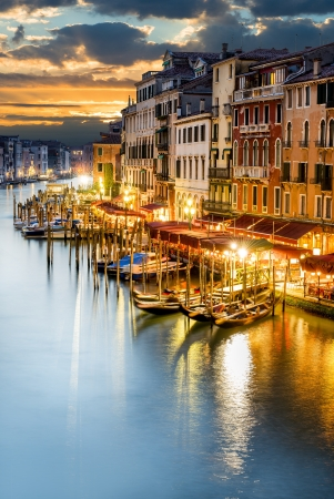 rialto bridge: famous grand canale from Rialto Bridge at blue hour, Venice, Italy