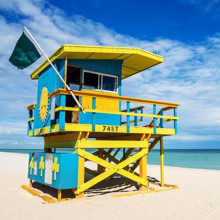 lifeguard tower: Colorful Lifeguard Tower in South Beach, Miami Beach, Florida, USA