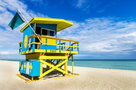 Colorful Torre del salvavidas en playa del sur, Miami Beach, Florida, EE.UU. Foto de archivo