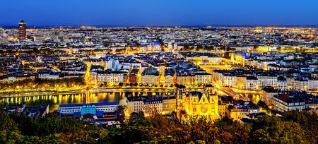 リヨン都市フルヴィエール、フランスからの眺め
