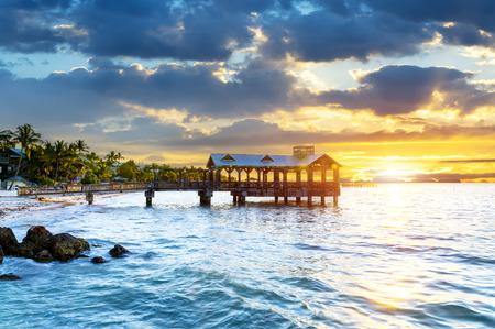 米国フロリダ州キーウェストとフロリダキーズのビーチで桟橋