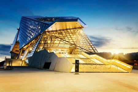 リヨン市の confluences 博物館購入日没