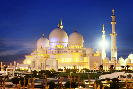 abudhabi: Sheikh Zayed Grand Mosque at dusk (Abu-Dhabi, UAE) Stock Photo