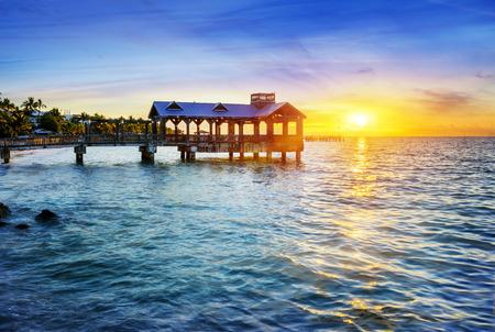 米国フロリダ州キーウェストのビーチで桟橋