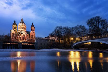 ルーク: 聖ルカ教会、ミュンヘン、ドイツで最大のプロテスタント教会 写真素材