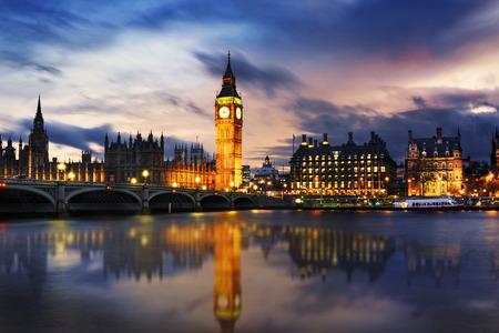 Big Ben en huizen van het parlement in de schemering, Londen, Verenigd Koninkrijk Stockfoto