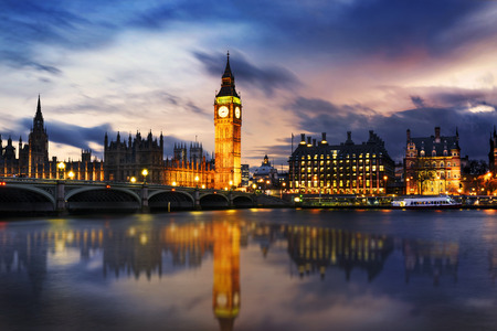 Big Ben und Häuser des Parlaments in der Abenddämmerung, London, UK
