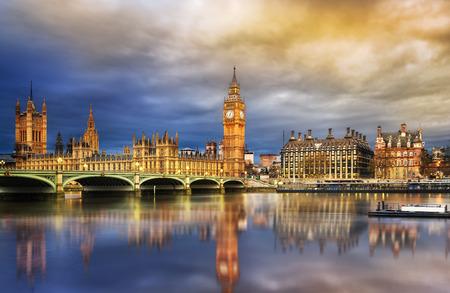 ビッグ ベンと夕暮れ時、ロンドン、英国国会議事堂