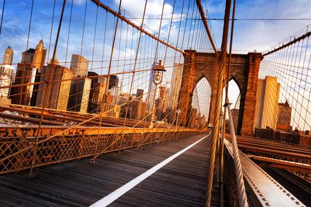 有名なブルックリン橋の朝は早く、ニューヨーク市、アメリカ合衆国 写真素材