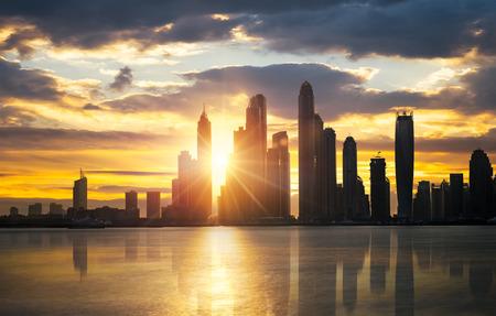 skyline van Dubai Marina gezien vanaf Palm Jumeirah