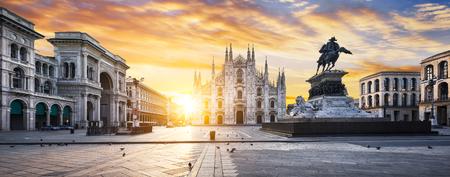 일출 두오모, 밀라노, 유럽. 스톡 콘텐츠 - 49582858