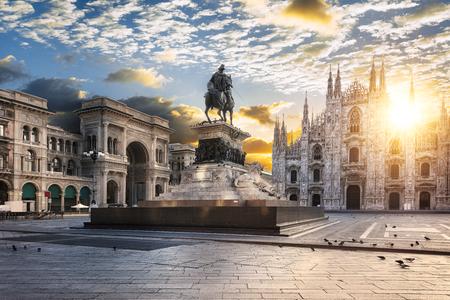 두오모 일출, 밀라노, 유럽입니다.