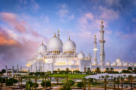 zayed: Sheikh Zayed Grand Mosque at dusk (Abu-Dhabi, UAE) Stock Photo