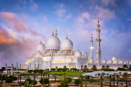 Sheikh Zayed Grote Moskee in de schemering (Abu-Dhabi, Verenigde Arabische Emiraten) Stockfoto