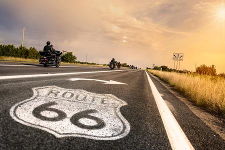 アリゾナ州のルート 66 の道路標識 写真素材