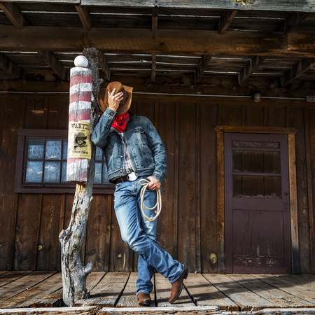 SUD OVEST - Un cowboy richiede tempo per riposare e riflettere.