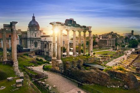 Forum romain. Image du Forum romain à Rome, en Italie, au lever du soleil.