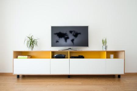 Detalle de la moderna sala de estar - pared con TV Foto de archivo