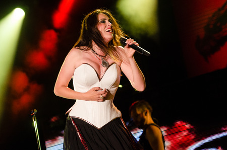 PIESTANY, SLOVAKIA - JUNE 26: vocalist Sharon den Adel of Dutch symphonic metal band Within Temptation performs on music festival Topfest in Piestany, Slovakia on July 26, 2015 新聞圖片