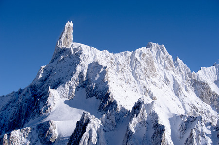 courmayeur: vista del macizo del Mont Blanc lado italiano de Courmayeur Foto de archivo