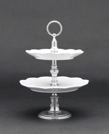 cake stand: Complete your party with luxury dessert stand for delicious dessert