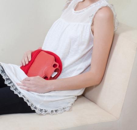 pain in the abdomen: Si usted tiene dolor abdominal por la menstruaci�n la compresa caliente puede ayudar a aliviar el dolor