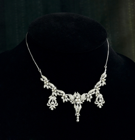 queen of diamonds: Beautiful and luxury diamond necklace on black stand Stock Photo