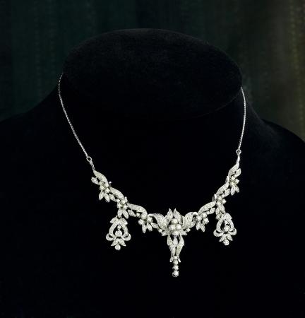 Beautiful and luxury diamond necklace on black stand Archivio Fotografico
