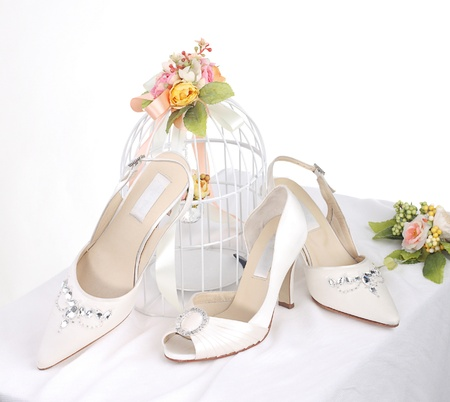 Beautiful bride's shoes for beautiful bride Stock Photo - 17510599