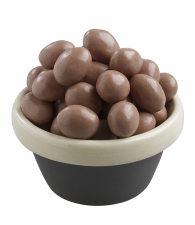 dragee: Peanuts coated with dark chocolate in a bowl
