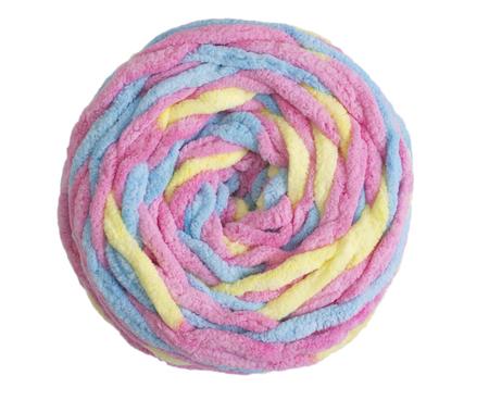 tejido de lana: Bolas de colores de hilados de lana aislado en el fondo blanco Foto de archivo