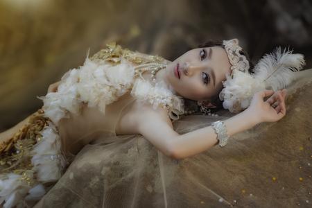 Een mooi meisje met een mooie prinses, prinsesmeisje. Stockfoto